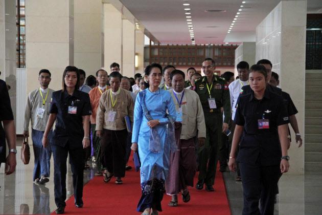ミャンマー経済運営に停滞感 スー・チー氏依存にリスク