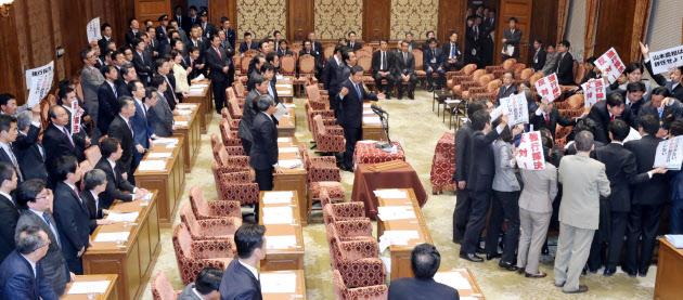 4日、TPP承認案は衆院特別委で可決された