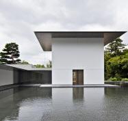 風の音、水のさざ波を感じられる「思索空間と水鏡の庭」(鈴木大拙館提供)