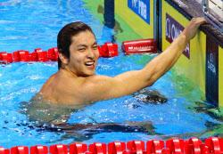 古賀が50背で金 競泳世界短水路...
