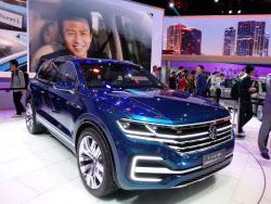 """独VWは""""ルール違反""""とも取れる、3社目の中国メーカーとエコカー事業で提携した(写真はVWの新型PHV。昨年4月の北京モーターショーで)"""