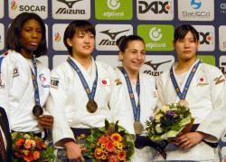 「柔道の世界選手権新井千鶴無料写真」の画像検索結果