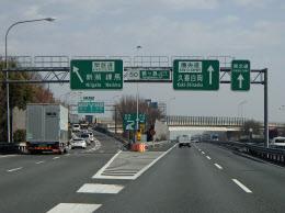 圏央道は6つの主要高速道路と接続する(埼玉県内の鶴ケ島JCT)