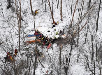 長野県の防災ヘリ墜落、3人死亡 ...