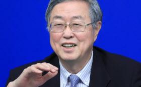 記者会見する中国人民銀行の周小川総裁(10日午前、北京)=小高顕撮影