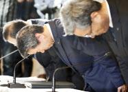 東芝の会計不祥事で、会計監査改革を求める声は高まった(記者会見で頭を下げる東芝の旧役員ら、2015年7月)