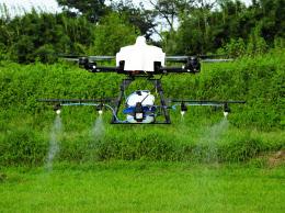 農薬散布ドローン、日中で空中戦...