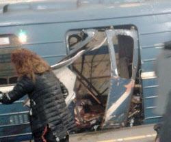 ロシア地下鉄爆発、自爆テロか ...