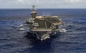 朝鮮半島近海に向かう米原子力空母カール・ビンソン=ロイター