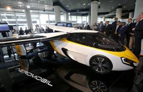 エアロモービルが今月20日に発表した「空飛ぶクルマ」=ロイター
