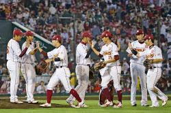 「プロ野球広島無料写真」の画像検索結果