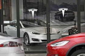 米電気自動車メーカー、テスラのショールーム(ニューヨーク)=ゲッティ共同