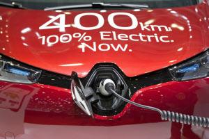 ルノーのEVは航続距離400キロメートルに達する(3月、ジュネーブ国際自動車ショー)=AP