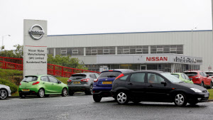 英国に拠点を置く自動車大手はEU離脱に次ぎ、脱ガソリン・ディーゼル車の対応も迫られる(日産自動車のサンダーランド工場)=ロイター