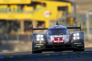 ポルシェは「ルマン24時間」を3連覇した実績をひっさげ、EVレースに転戦する(今年6月)=AP
