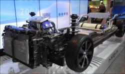 複雑な構造をしたトヨタの燃料電池車「MIRAI(ミライ)」