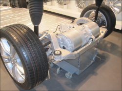 モーターとインバーターだけのテスラ「モデルS」のシンプルな構造