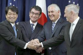 17日、日米外務・防衛相協議を前に握手を交わす(左から)小野寺防衛相、河野外相、米国のティラーソン国務長官とマティス国防長官(ワシントン)=AP