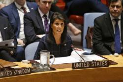 国連安保理で発言するヘイリー米国連大使(11日)=AP