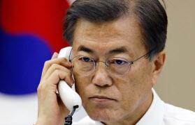 韓国の文在寅大統領は17日、トランプ米大統領と電話協議し、北朝鮮への圧力強化で一致した=AP