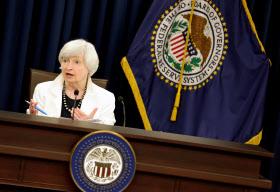 FOMC終了後、記者会見するイエレンFRB議長(20日、ワシントン)=ロイター