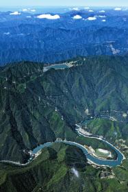 山上の「上ダム」からの600メートル以上の高低差を生かす