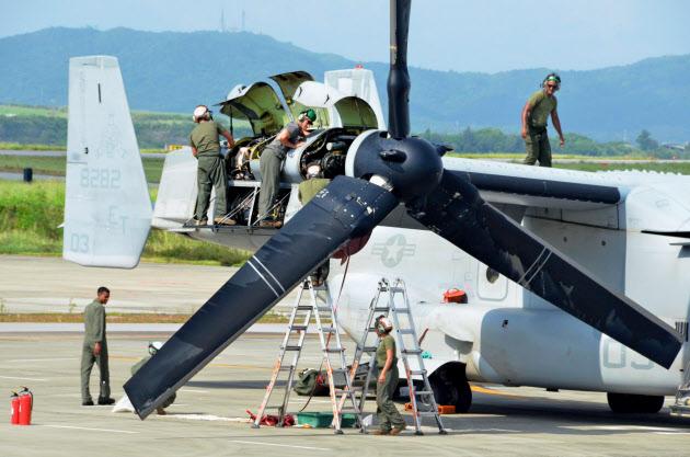 緊急着陸オスプレイを点検 米軍、沖縄・新石垣空港
