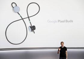 グーグルが発表したワイヤレスホン「ピクセルバズ」=ロイター