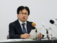 記者会見する柏崎刈羽原子力発電所の設楽親所長(12日、柏崎市)