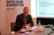 グローバル人材需給調査について会見するヘイズ日本法人マネージング・ディレクターのマーク・ブラジ氏(27日、東京都港区)