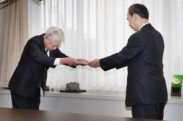 神鋼社長、データ改ざん「申し訳ない」 会見で謝罪