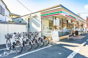 21日からソフトバンクと組んで店舗をシェア自転車の拠点にする(さいたま市内の店舗)