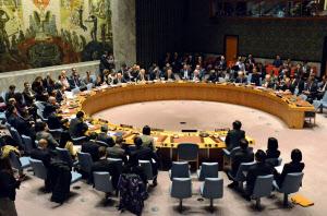 29日、北朝鮮の弾道ミサイル発射を受け開催された国連安全保障理事会の緊急会合(ニューヨーク)=共同