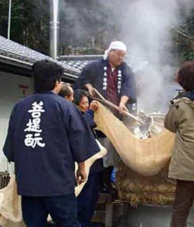 菩提酛仕込みのため、毎年1月、正暦寺(奈良市)に地元の酒蔵が集う