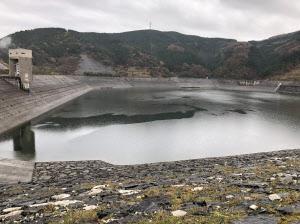 天山揚水発電所の水をためる天山ダム(佐賀県唐津市)