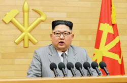 2018年元日の演説でくせ球を投げた金正恩朝鮮労働党委員長=朝鮮中央通信撮影・共同