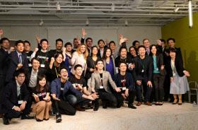 プラグ・アンド・プレイの支援プログラムに参加する起業家ら(東京・渋谷のインキュベーション施設)