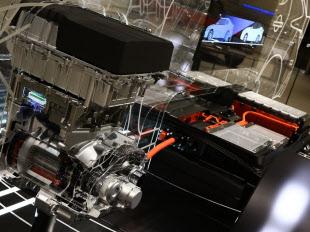 日産自動車の電気自動車「リーフ」が搭載するモーター機構とリチウムイオン電池