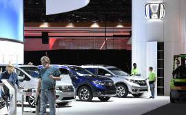 設営が進む北米国際自動車ショーのホンダのブース(13日、デトロイト)