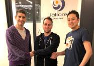 ジャコーレの平戸社長とイスラエル支社のゴラン代表(左)は、バビロン社のビンダーCEOと提携した