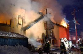 札幌の自立支援施設で火災、11人...