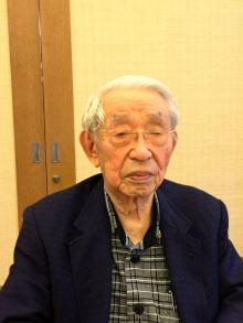 佐々木氏は老境に達しても最新の技術動向に関心を持ち続けていた(2016年11月、兵庫県内の施設で)