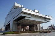 江戸東京博物館は30億円超を投じて改修中(東京都墨田区)