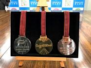 北九州マラソンで授与されるリサイクル素材の金銀銅メダル
