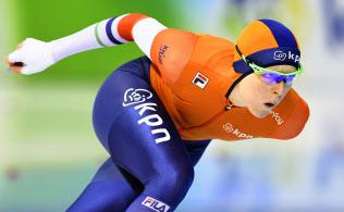 女子1000メートル 滑走するヨリン・テルモルス。初の総合優勝を果たした