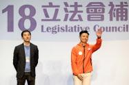 九龍西選挙区では民主派が擁立した前議員の姚松炎氏(左)が親中国派の鄭泳舜氏に競り負けた=AP