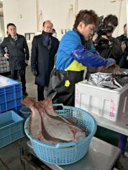 東日本大震災後、福島県産鮮魚として初めて輸出されたヒラメ
