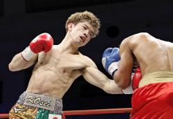 ボクシング田中、9回TKO勝ち フ...