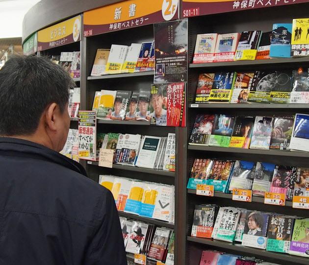 楽天、出版取次3位を買収 大阪屋...