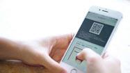 eギフトの利用イメージ。スマホに届くQRコードなどで商品と交換する(ギフティ提供)